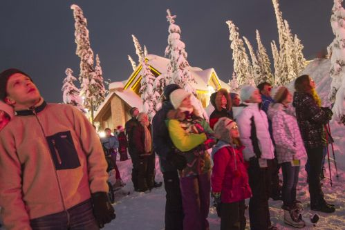 Twinkling fairy lights, snowy footpaths, endless Christmas trees and Christmas carols blasting over the speaker. Big White Ski Resort is one of the best places in the world to celebrate Christmas – the only difficult part is deciding which activity to take part in!1