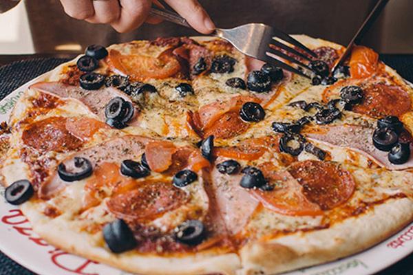 Underground Pizza