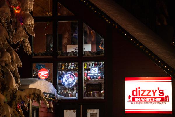 Dizzy's Exterior at Night